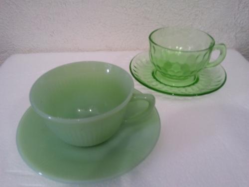 アメリカ製 カップ&ソーサー 1980年代デプレッションガラス(ウラン入)とのセットイメージ